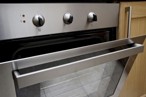 7 Things You Should Never Do With Your Oven