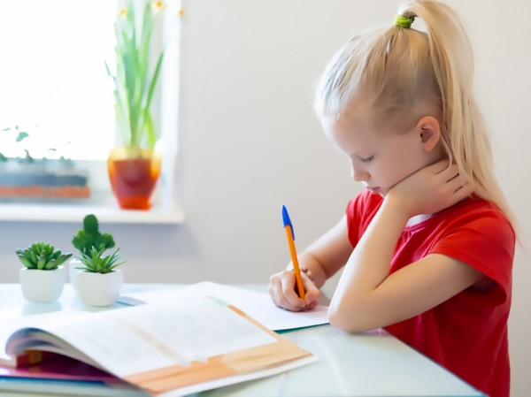7 Tips to Set Up a Motivating Homework Space for Your Kids
